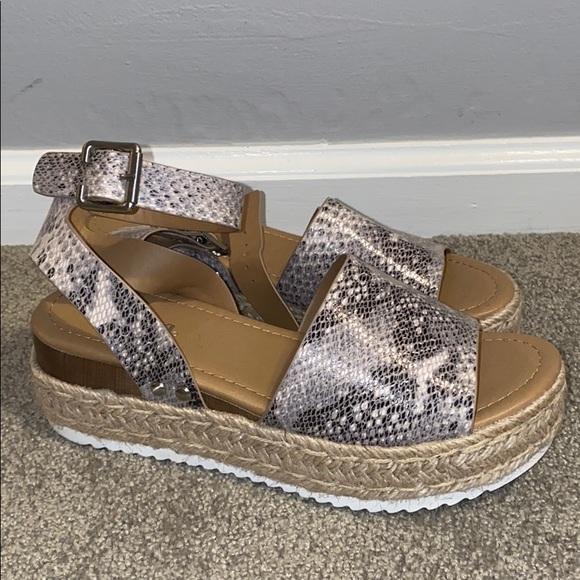 Soda platform sandal